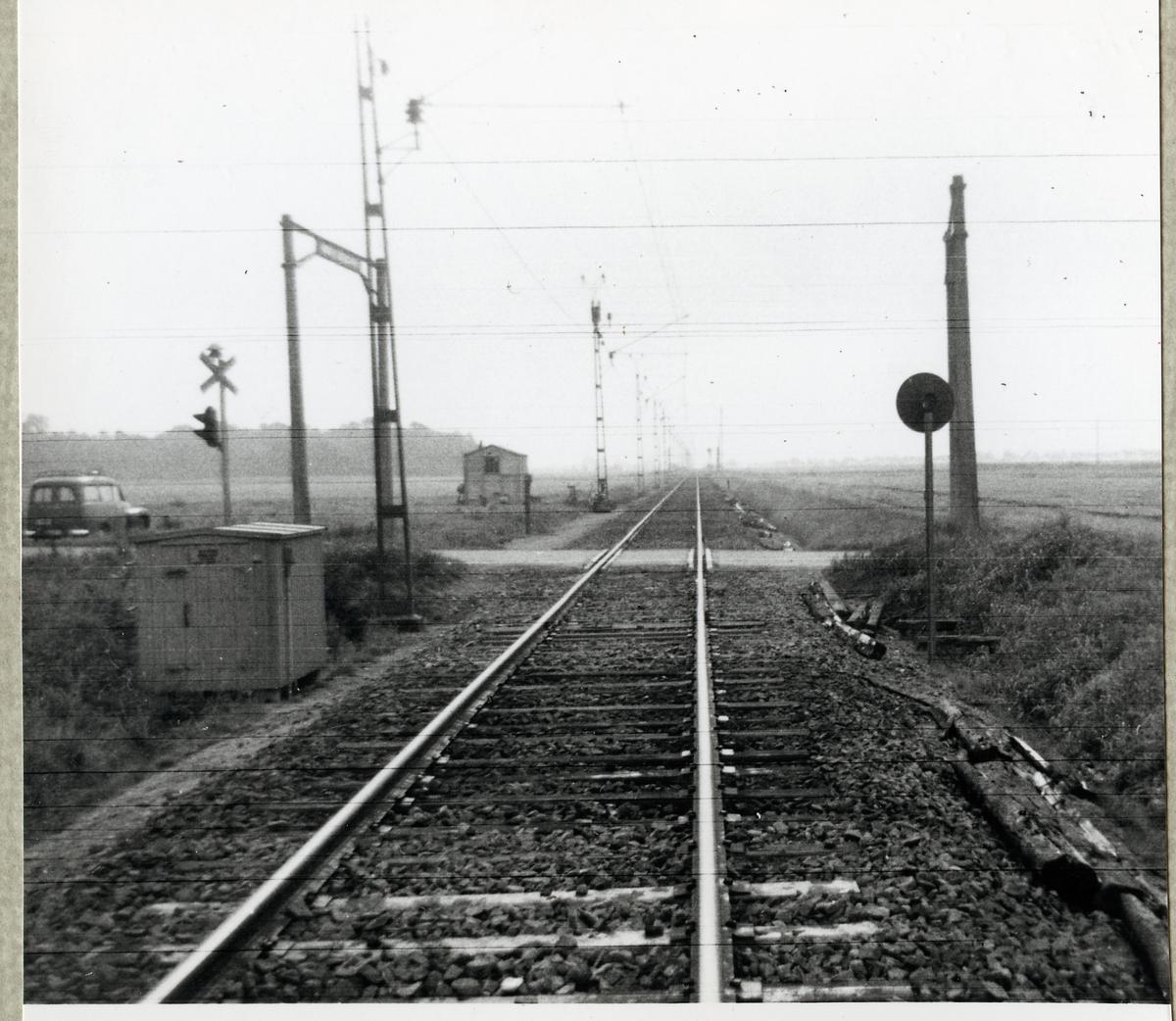 Järnvägsövergång vid Rögle södra på linjen mellan Rögle och Kattarp.