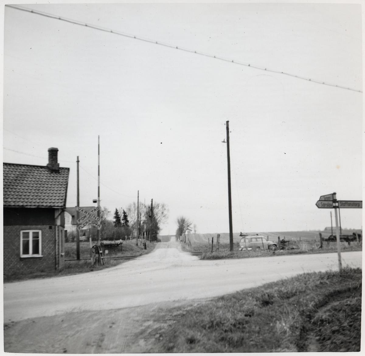 Järnvägsövergång vid bangården vid Djurslöv station, på sträckan mellan Nordanå och Staffanstorp.