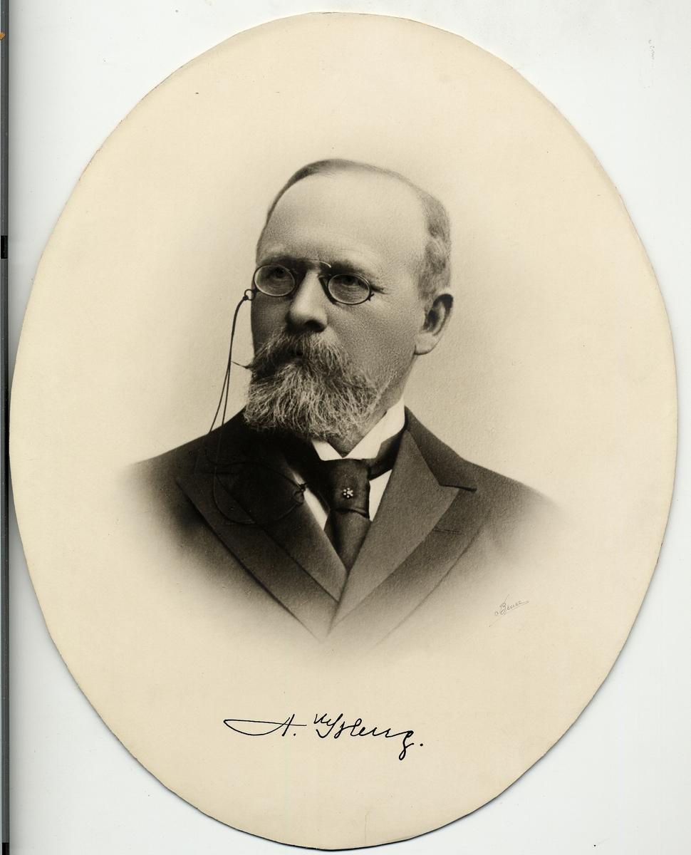 Lars Anders Georg Isberg född 25/7 1838 bandirektör vid IV trafikdistr 1875-1890