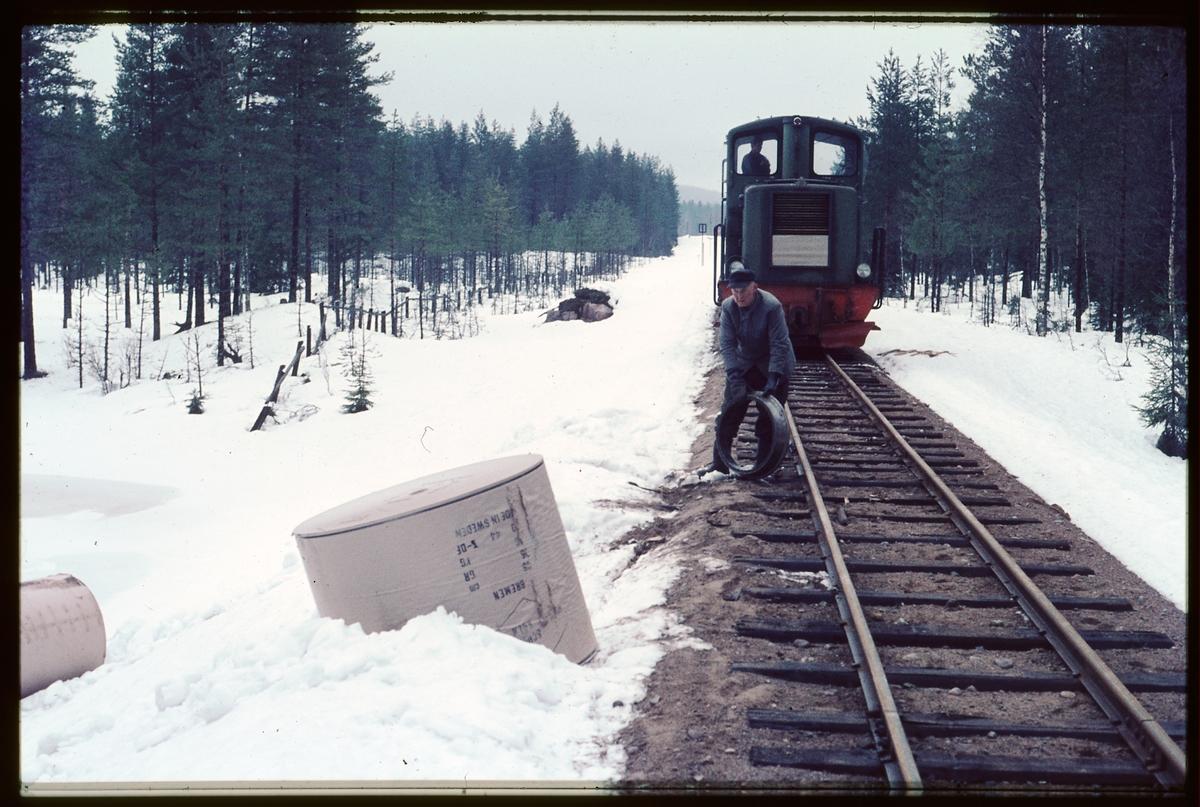Städning efter urspårning 1967 två km norr om Gravendal.