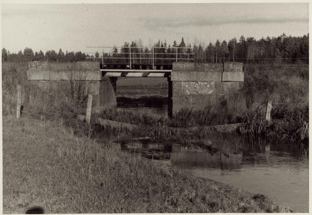Järnvägsbro över Ullersätterbäcken på linjen mellan Frövi och Fellingsbro.
