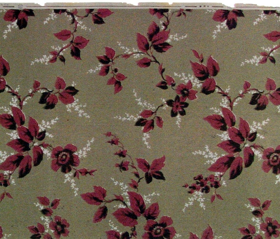 Slingrande bladrankor med blomma i brunt och mörkrosa på en brunbeige bakgrund. Ljusgrått genomfärgat papper.
