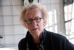 """Portätt tagna vid hängning av Jan Håfströms utställning """"Bar"""