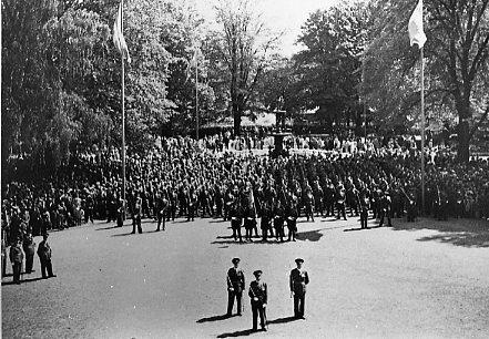 Jubileum 50 års, A 6. Regementet uppställt i Rådhusparken.
