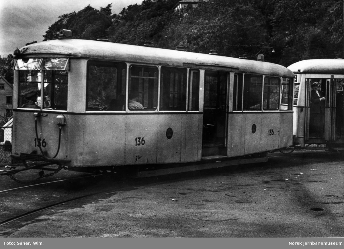 Bergen Sporvei tilhengervogn nr. 136 i sløyfen ved Sandviken