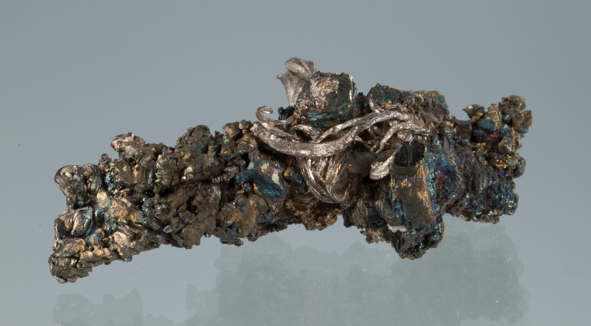 Trådsølv på pyritt Vekt: 90,55 g Størrelse: 7,5 x 5,8 x 2,6 cm