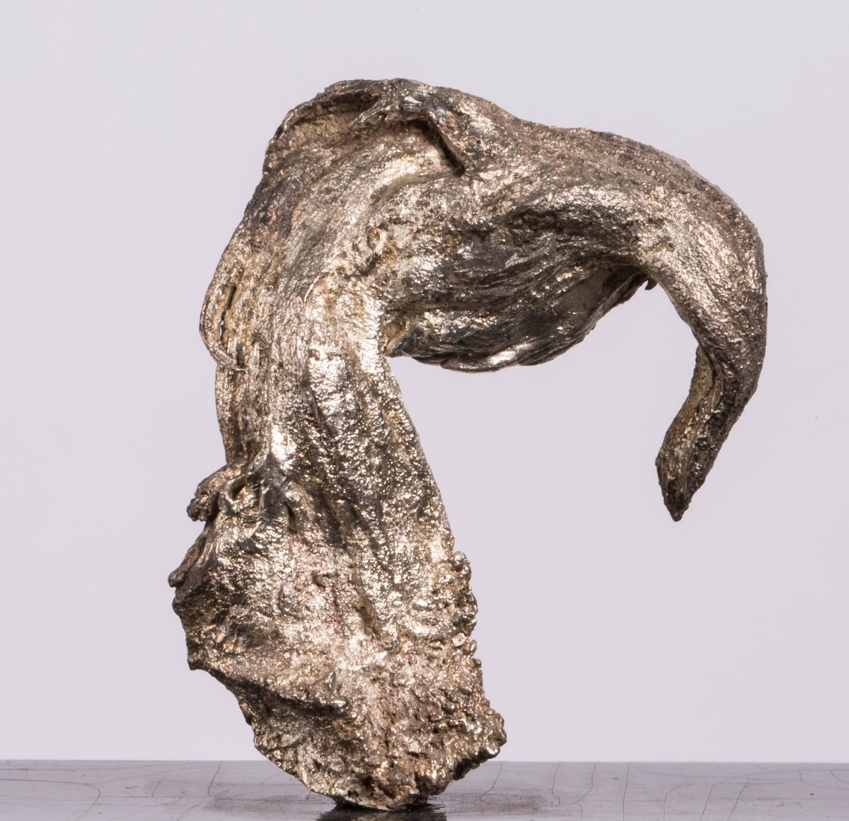 """""""Gribbehode"""" på svart plate Syret Vekt: 124,56 g (med sokkel) Størrelse: 5,7 x 4,5 x 2 cm"""