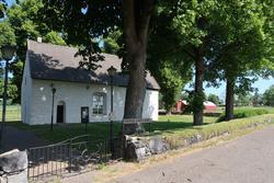 Hidinge gamla kyrka och kyrkogård