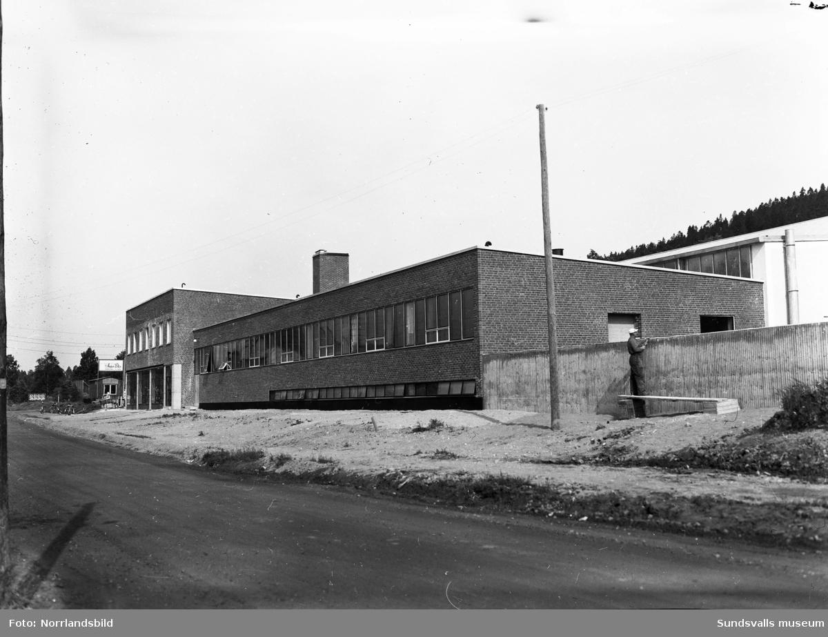 Bil & Buss nybygge på Fabriksgatan (senare Universitetsallén).