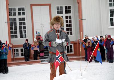Henrik-holder-tale.jpg