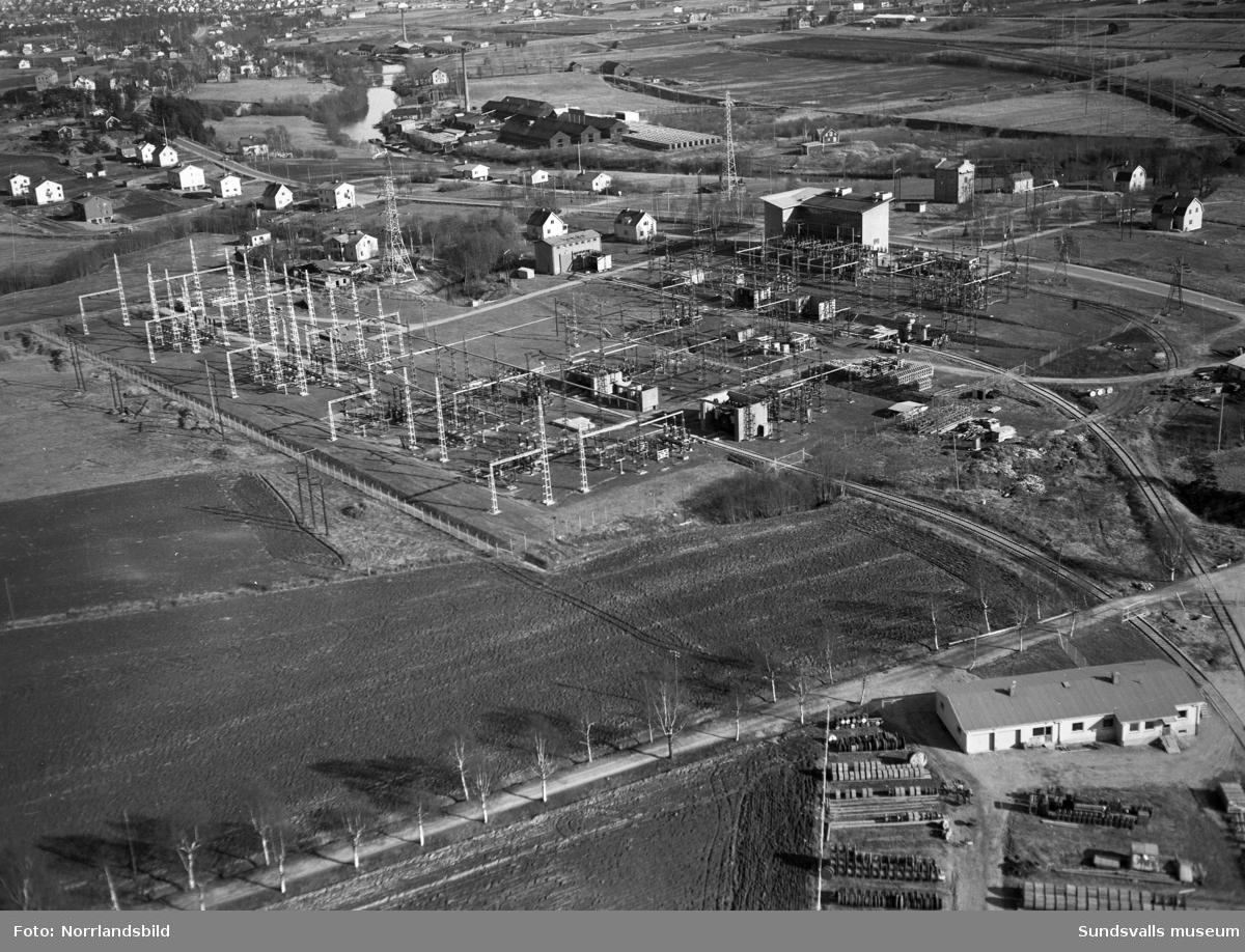 Flygfoton över transformatorstationen i Granlo med omgivningar. Bland annat syns de båda tegelbruken i Högom och Nacksta samt Selångers järnvägsstation.