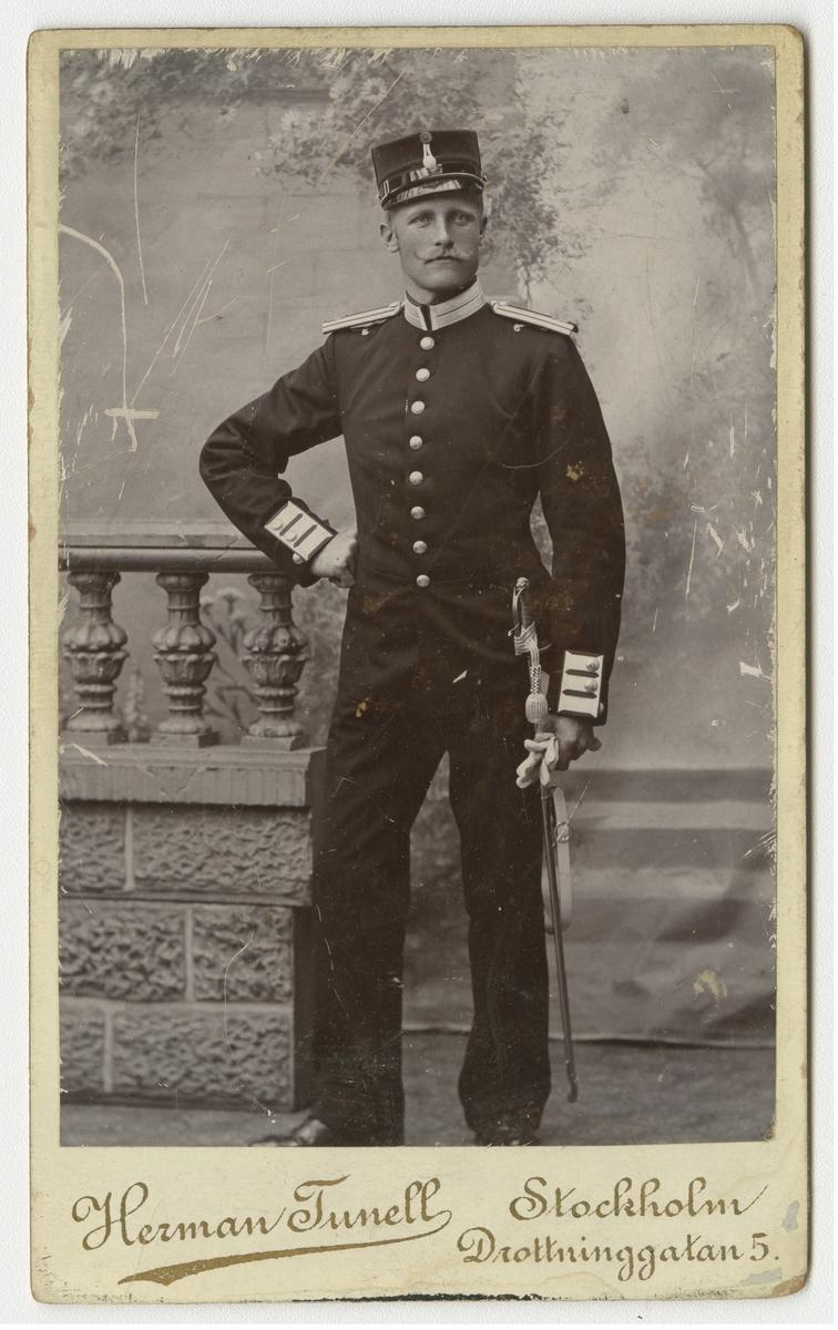 Porträtt av Carl August Malmsten, officer vid Svea livgarde I 1.