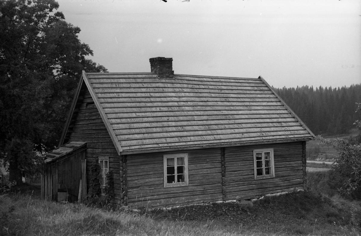 Fem bilder fra Løsengen i Østre Toten høsten 1955.