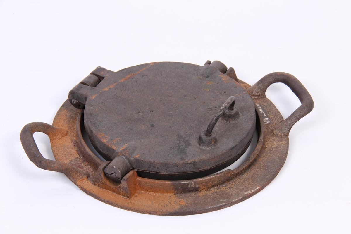 Vaffeljern tilpassa vedkomfyr med lause ringar.