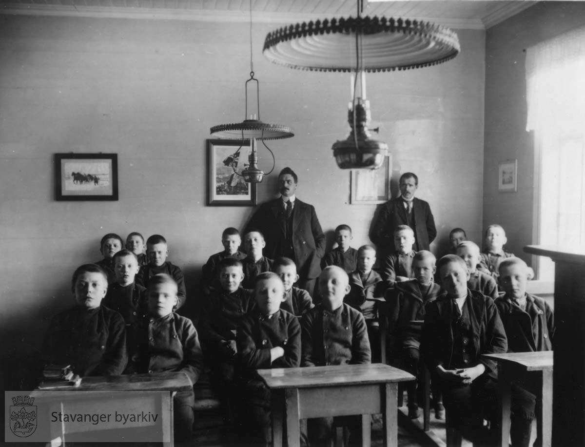 21 elever ved pultene, 2 lærere.