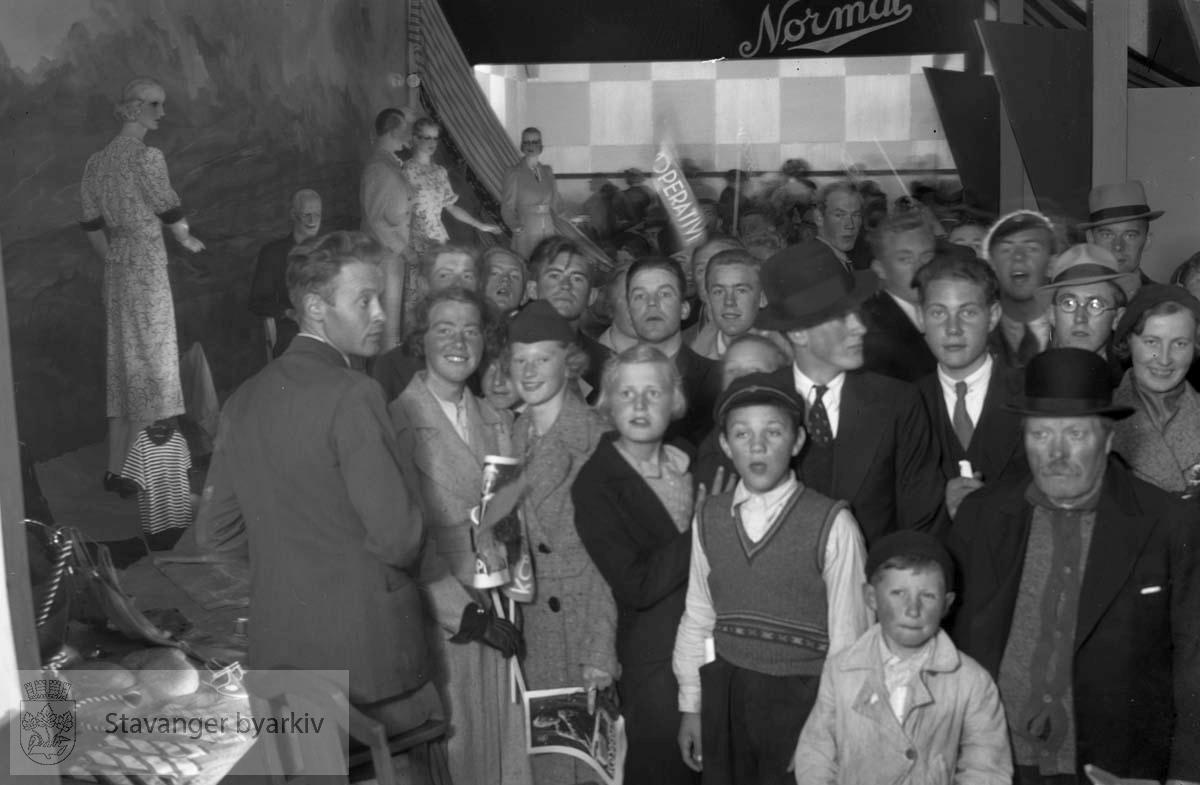Fra kooperative utstilling i Bjergsted, juni 1937