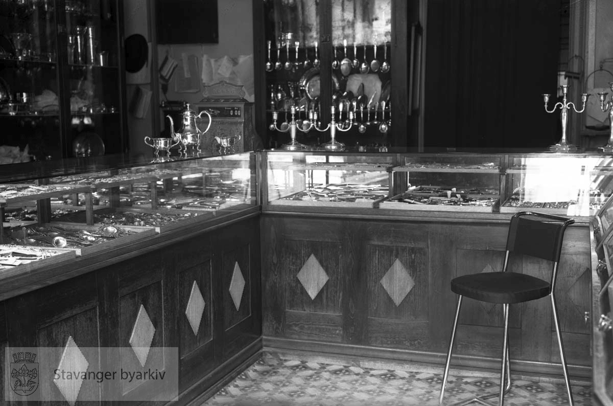 Interiør fra butikken til glassmester Iversen