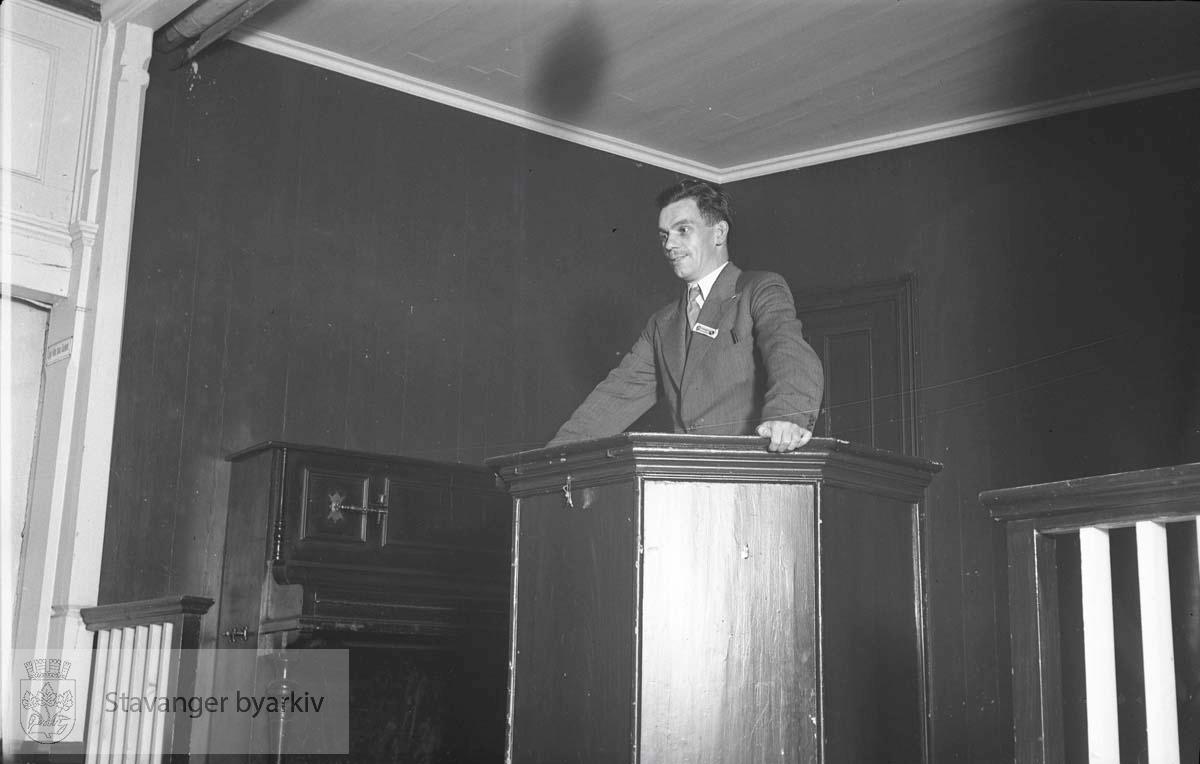 Gunnar Sand på talerstolen