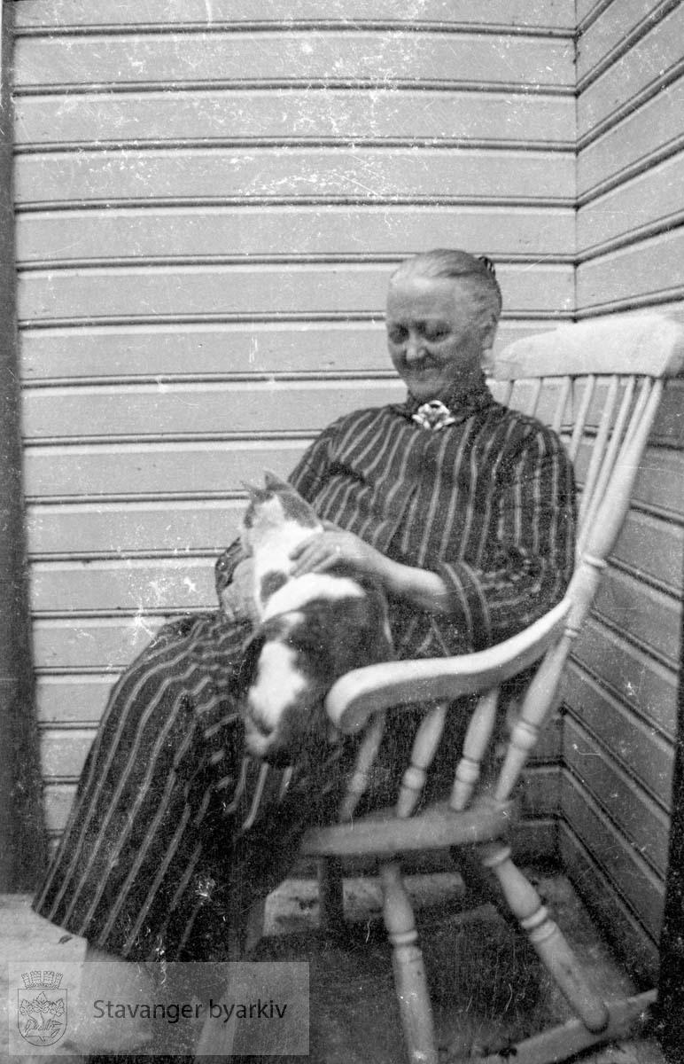 .....NB! Dette fotografiet er sannsynligvis tatt av Hans Henriksen. Gard Paulsens og Hans Henriksens arkiver ble avlevert sammen. Sjansen er stor for at enkelte bilder har blitt blandet sammen.