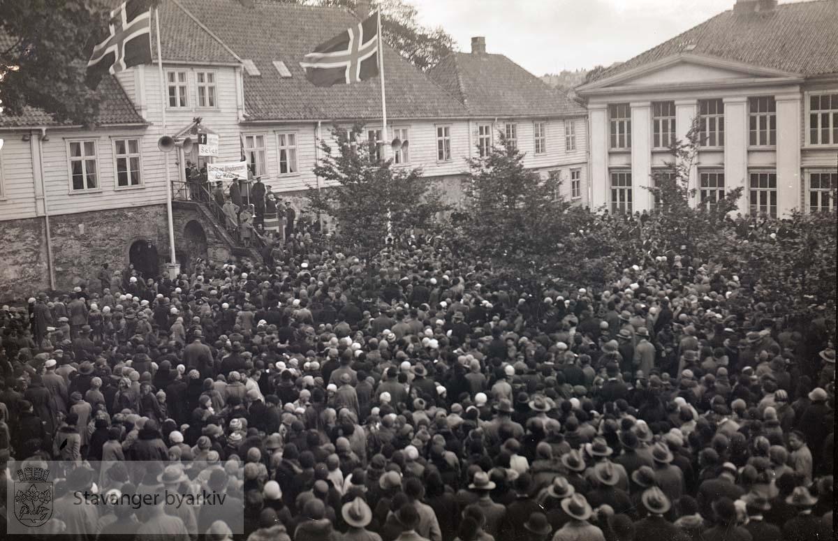 Søndakgsskolene samlet utenfor Kongsgård