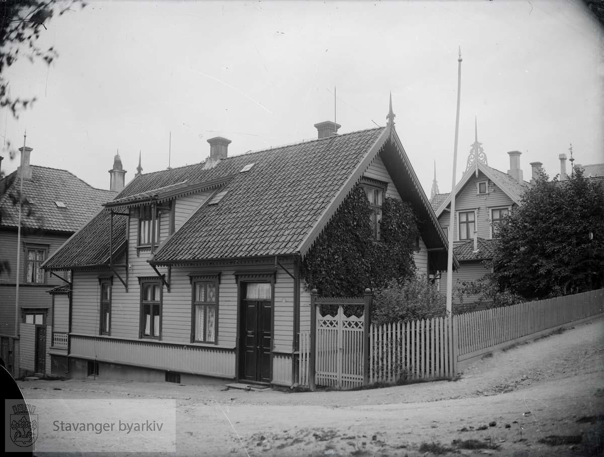 Til høyre St. Olavs gate. I bakgrunnen til høyre Dronningens gate 5.