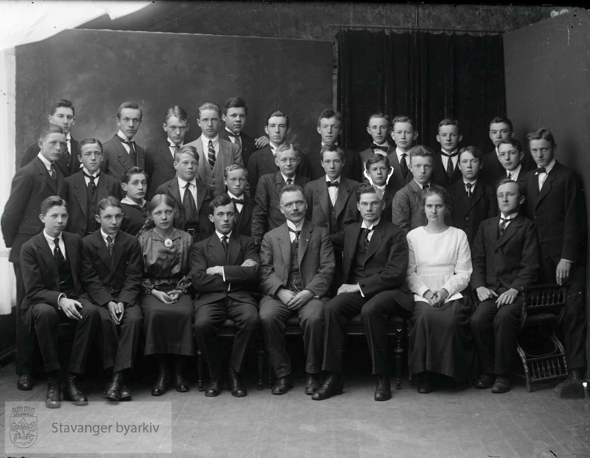 Lærer med elever