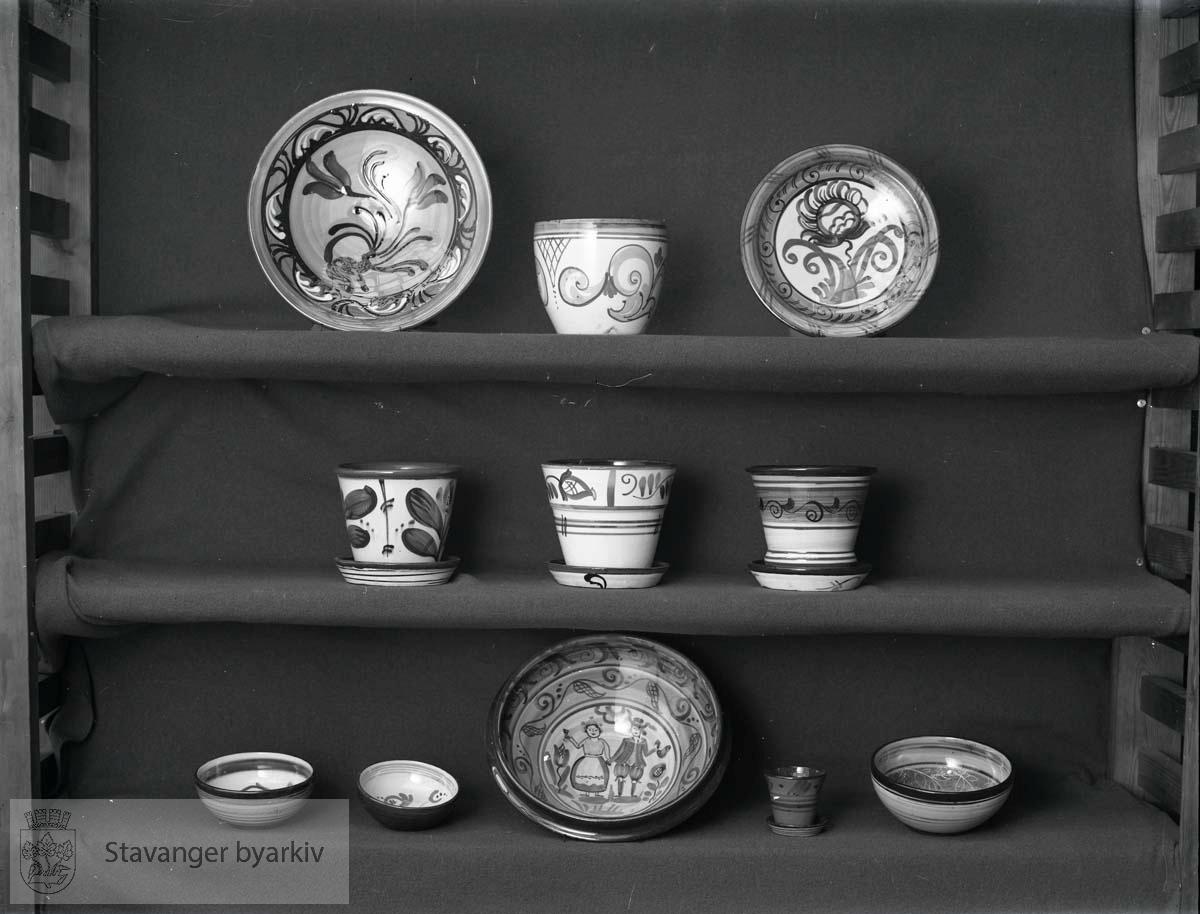 Utstilte varer fra Graverens Teglverk