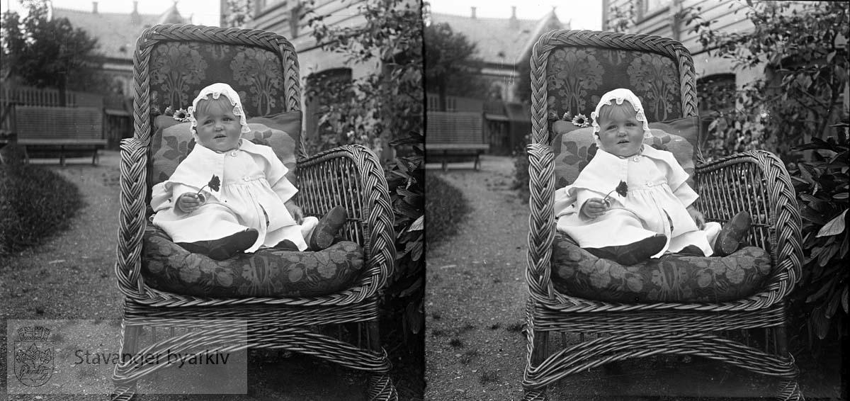Stereofotografi. ..Kan dete være Solveit Margrethe Eckhoff født 15.08.1920? Yngste datter til Michael og Nicoline Eckhoff.