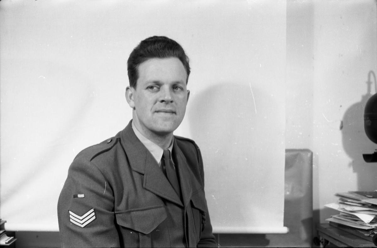 Seks portretter av uidentifisert militært befal med sersjants grad.