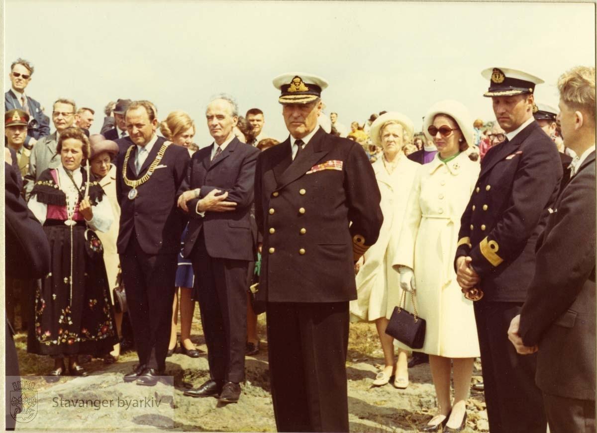 Fra 1100-årsjubileet i 1972. .Arne Rettedal, Kong Olav, Kronprinsesse Sonja, Kronprins Harald