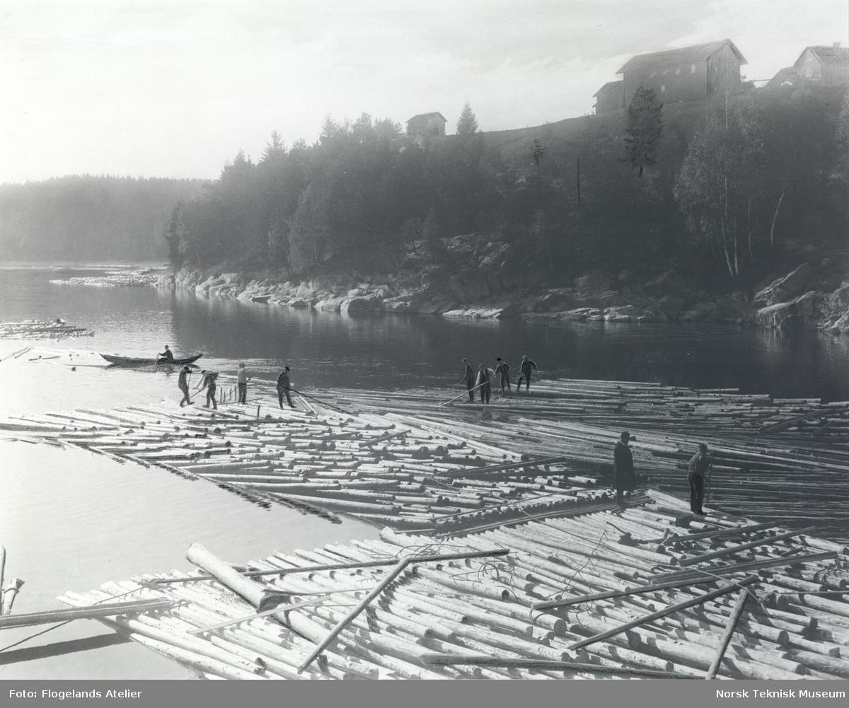 Tømmerdeling på Kverk hengsle mellom Skotselv og Hokksund, 1914.