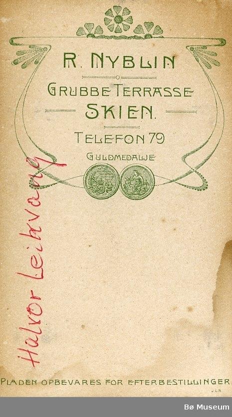 Visittkortbilete av Halvor Leikvang