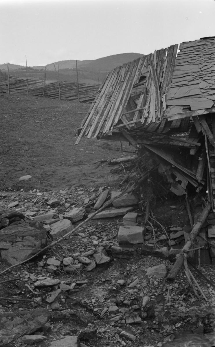 Ødeleggelse etter flom i bekken ved Fykse