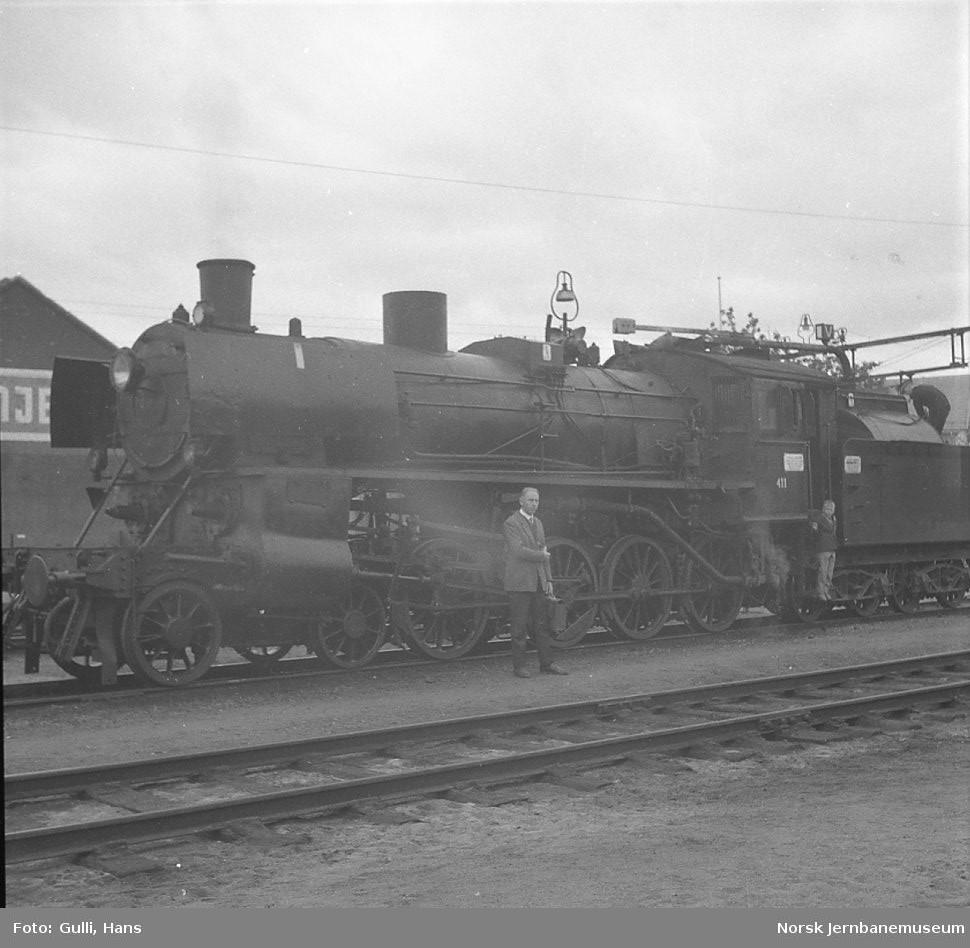 Damplokomotiv type 26c nr. 411 med ekstratog for Svenska Järnvägsklubben på Hamar stasjon.
