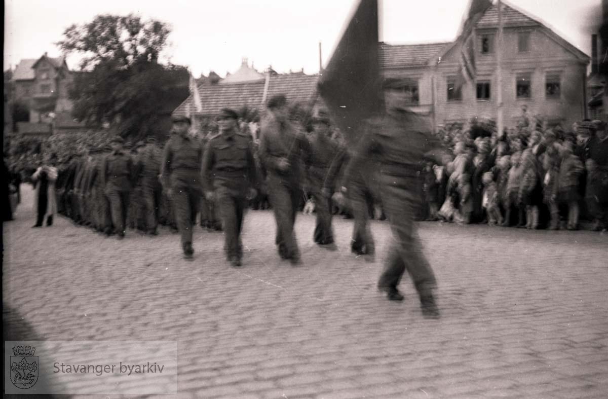Russiske krigsfanger marsjerer i sentrum.Frigjøringen.Frigjøringsdagene.Fredsdagene 1945.