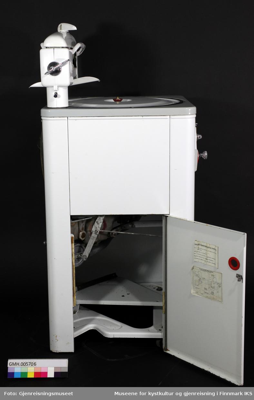 Elektrisk vaskemaskin med tøyvrider.