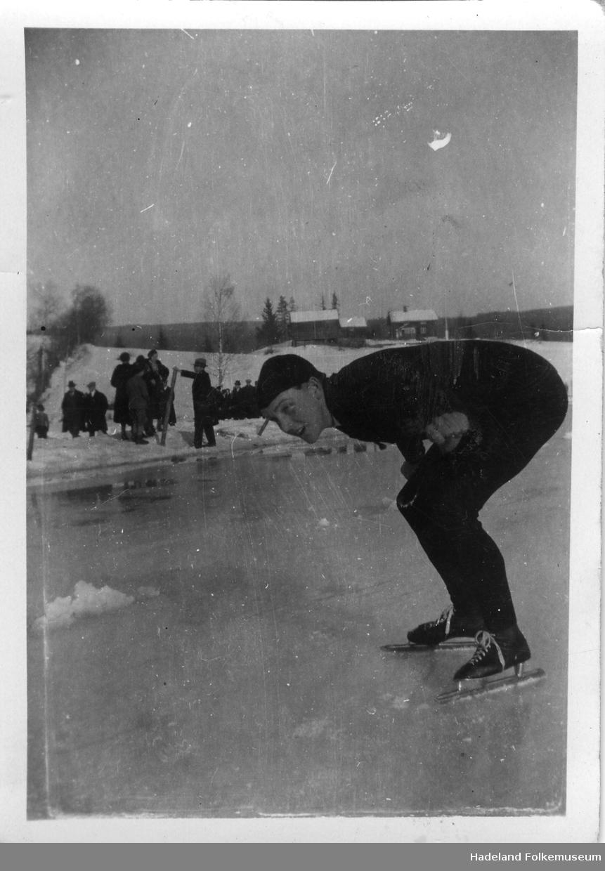 Skøyteløper Arne Jansen på Kalvsjøtjernet.