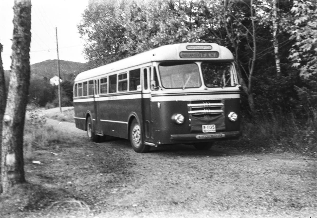 Scania Vabis rutebil med kjennemerke R-1135.