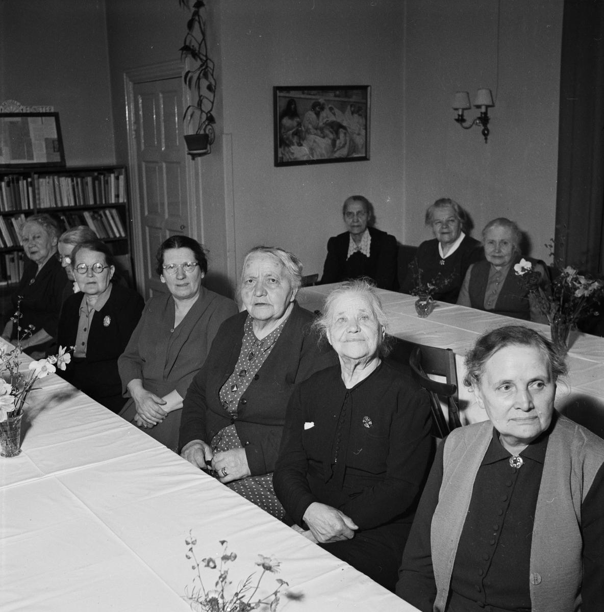 Vindhems församlingshem bjuder gamla på kaffe, Uppsala 1953