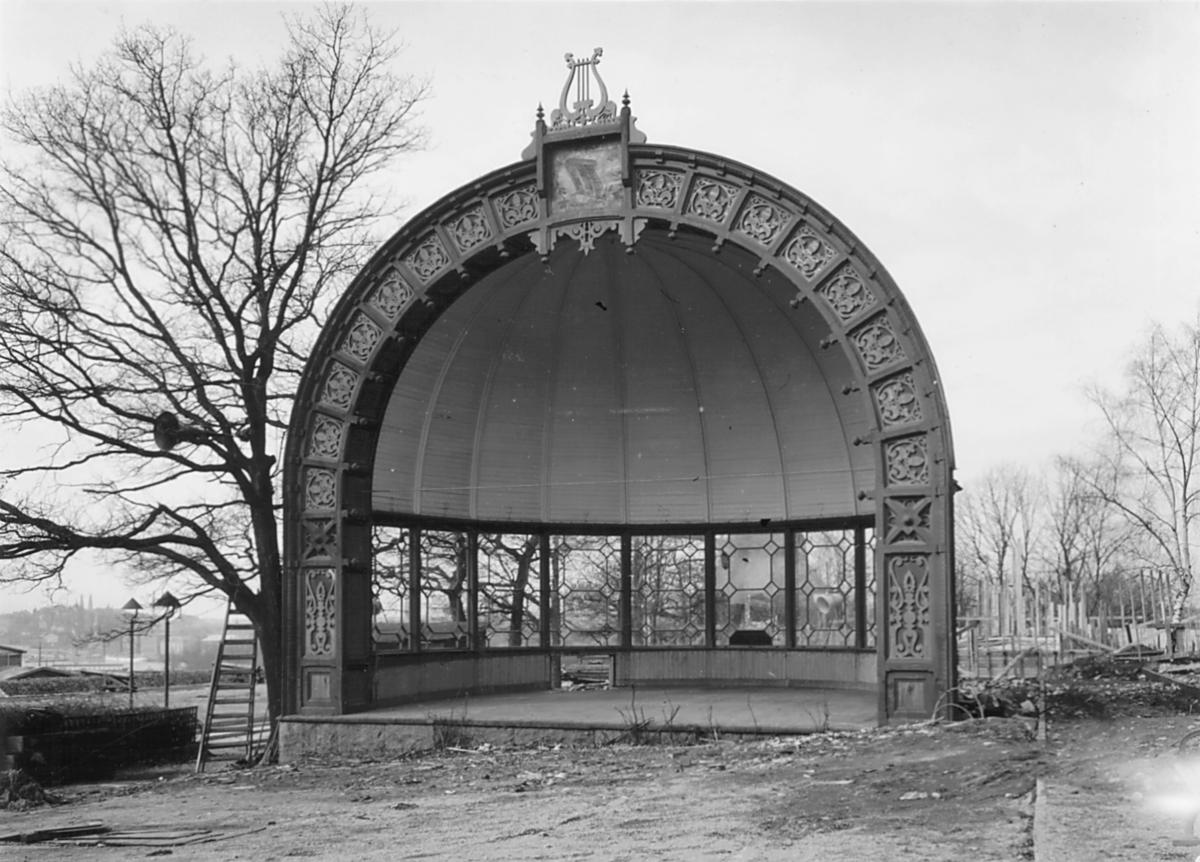 Musikpaviljong vid Solliden, Skansen strax före rivning. Paviljong från Kronobergshed i Småland som tillhört Kronobergs regemente.