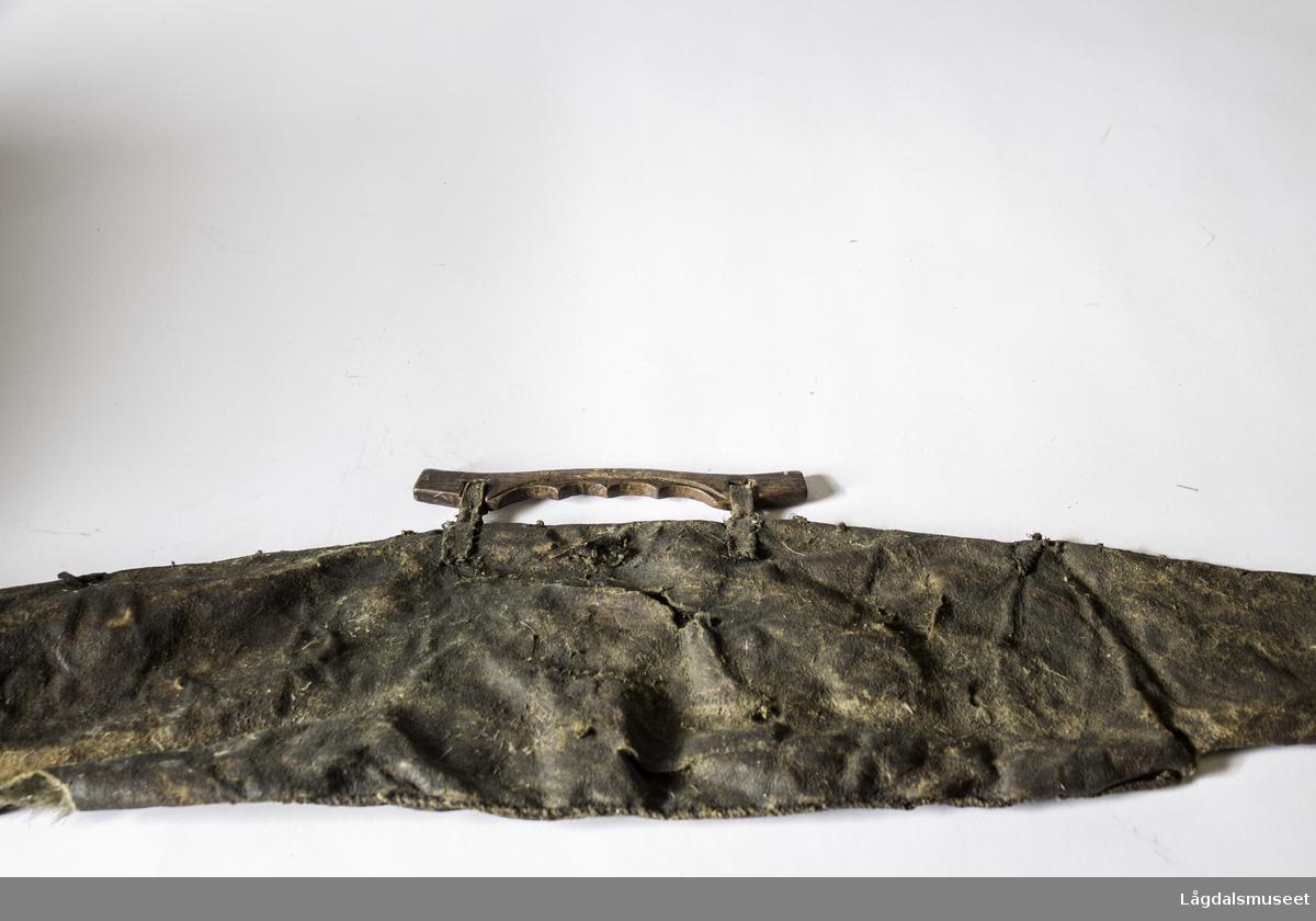 Gjenstanden er brukt av fanejunker Ristvedt under Gjøa-ferden sammen med Roald Amundsen.