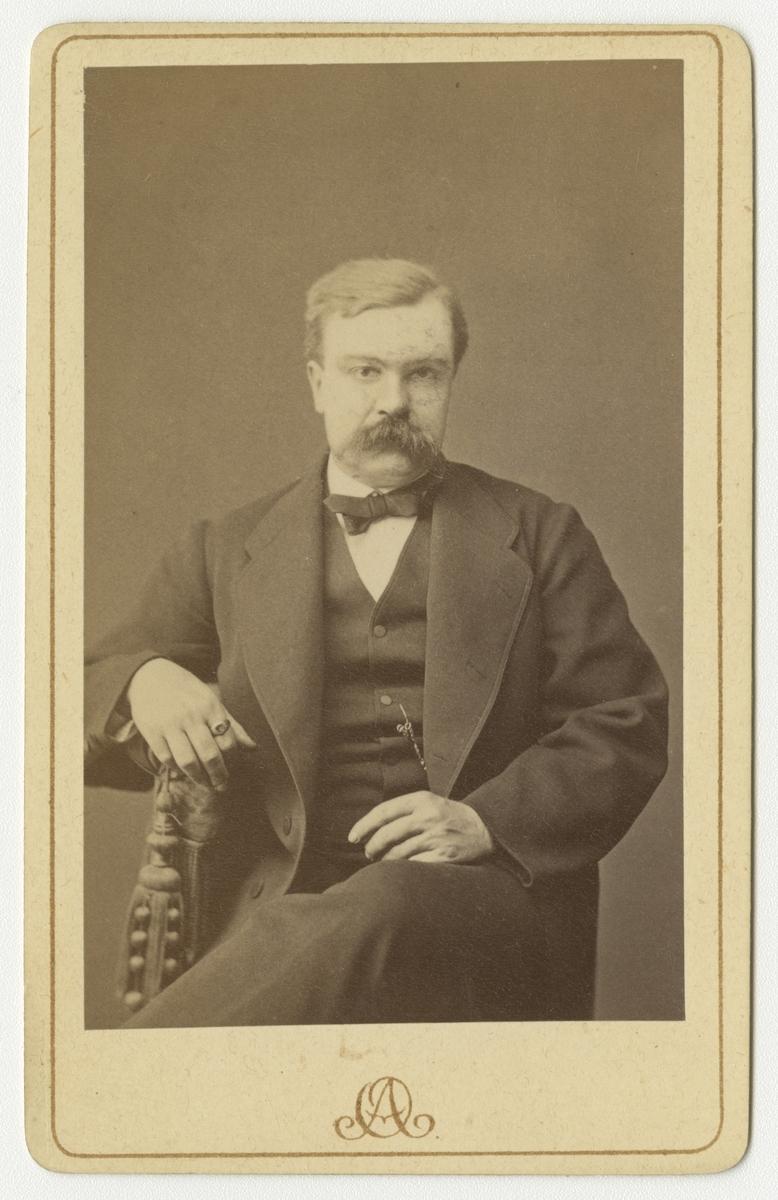 Porträtt av Herman Olof Waldenström, regementsläkare vid Värmlands regemente I 22.  Se även bild AMA.0002218.