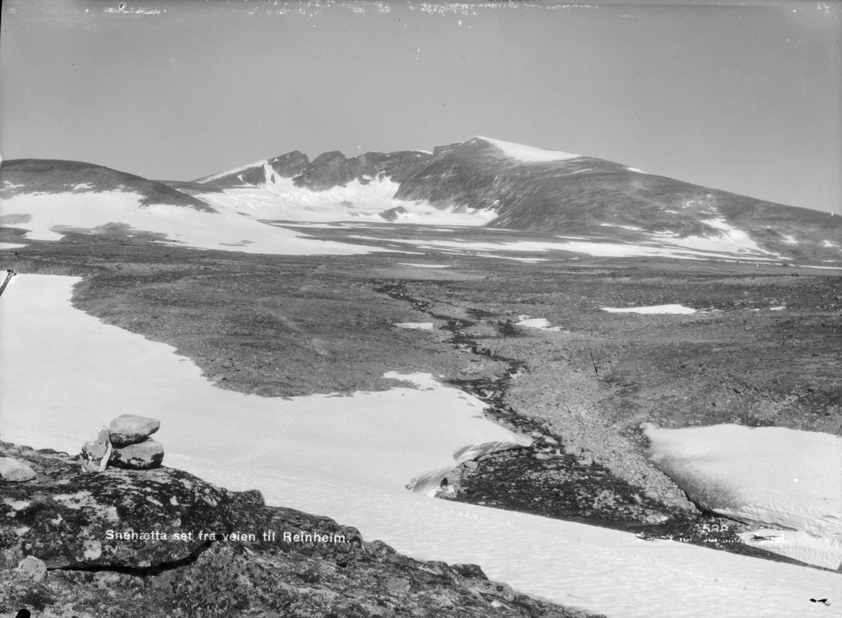 Dovrefjell, Snøhetta fra vegen til Reinheim. Påskrift: Snehætta set fra veien til Reinheim