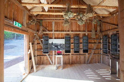 Utstilling i fjøs. Foto/Photo