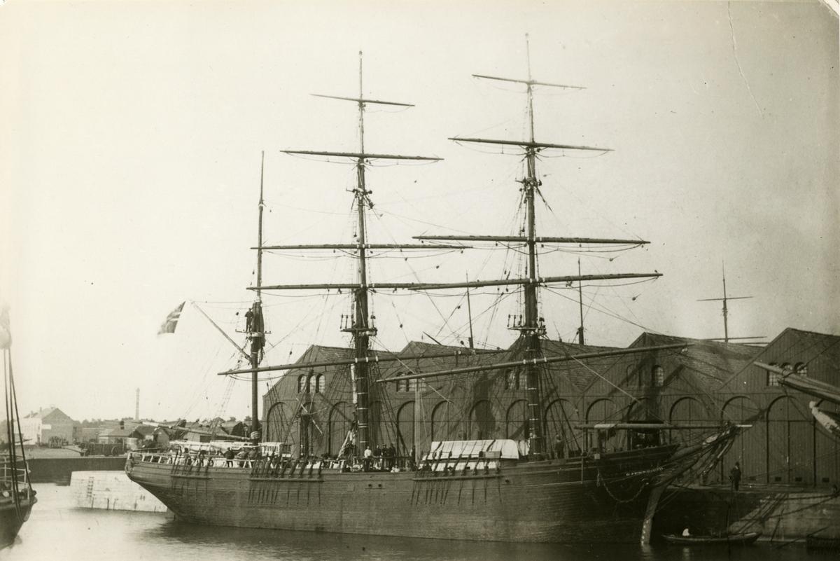 Seilskipet 'Gjerterud' (b.1875) liggende til kai