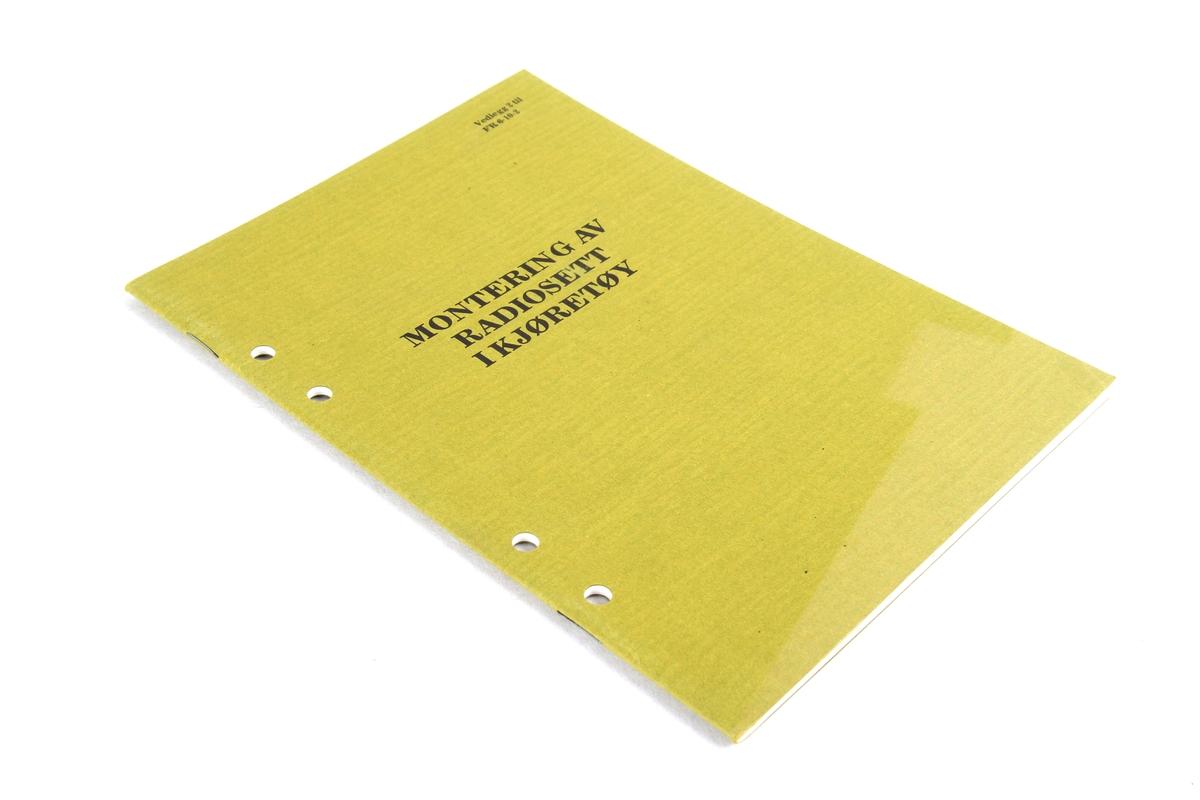 Instruksjonsmanual for montering av radiosett i kjøretøy.
