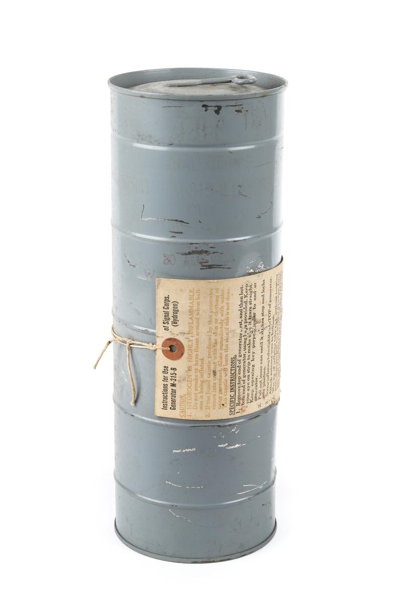 Nødpeiler til nødradio bestående av hydrogencontainer, ballong og oppblåsningsrør med futteral