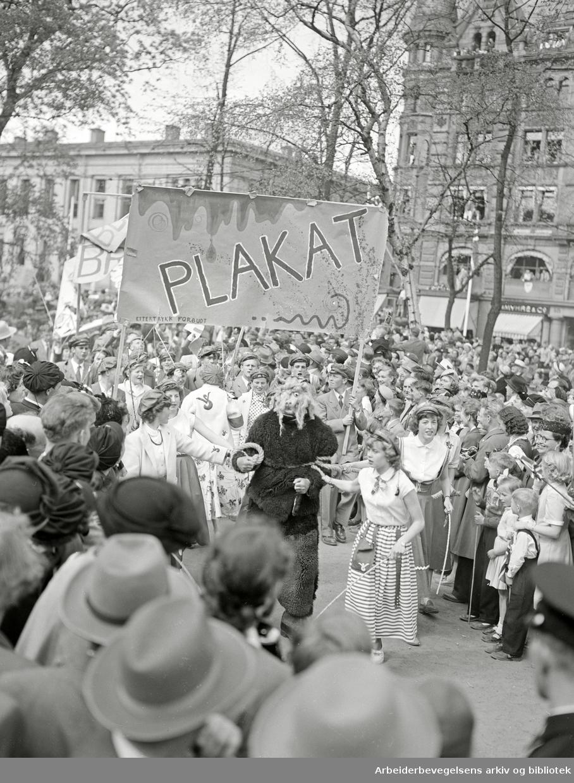 17. Mai 1954. Russetoget. Studenterlunden.