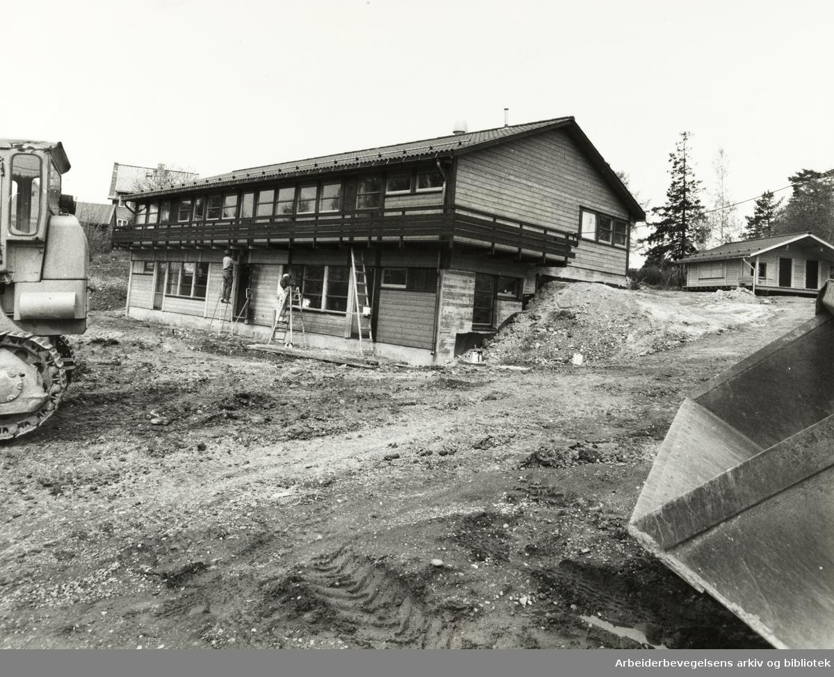 Kjelsås. Den nye barneparken og barnehagen på Haugenjordet åpner i august / september. Mai 1978