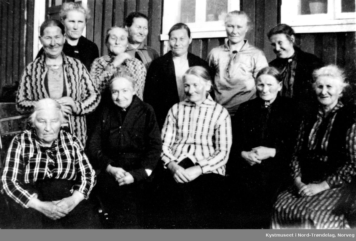 Bak fra venstre: Anna Aune, Kristianna Engan, Sofie Vaagan, Eline Vaagan, Anna Stein, Jensine Sør-Engan og Josefine Kristiansen. Foran fra venstre: Oline Engan, Maja Sverdrup, Petra Rones og Nora Aune